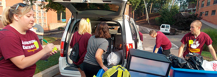 Bloomsburg University Honors students helping new Honors move in to Luzerne Hall