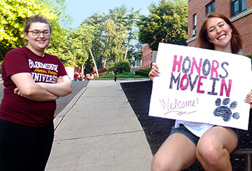 BU Honors students welcoming Honors freshmen to campus